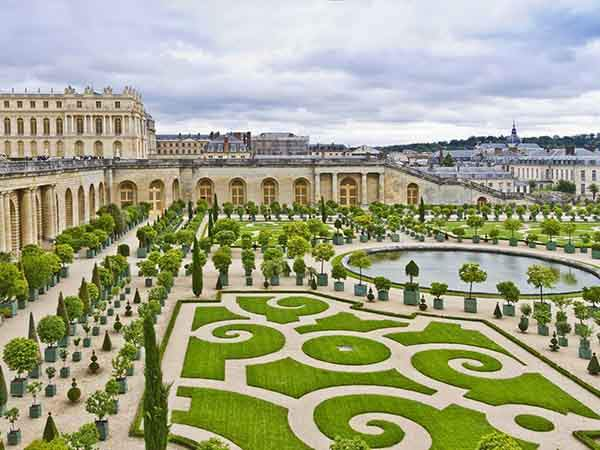 get-lost-in-the-gardens-of-versailles