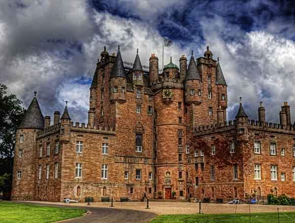 glamis-castle-in-angus-was-the-home-of-the-queen-mother