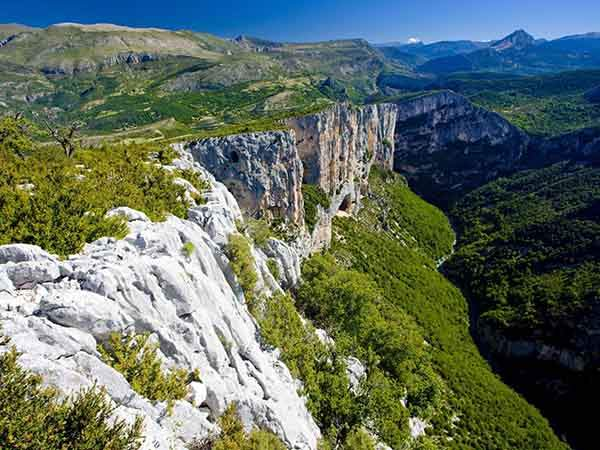 hike-through-the-verdon-gorge-the-grand-canyon-of-france