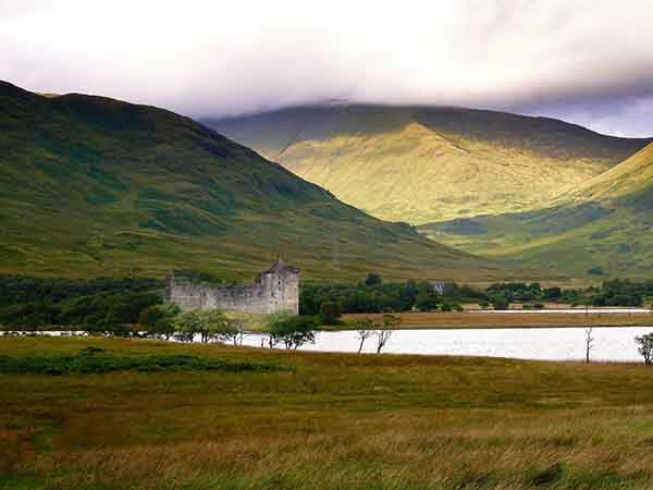 located-in-loch-awe-just-north-of-glasgow-kilchurn-castle-is-a-ruined-15th-and-17th-century-castle