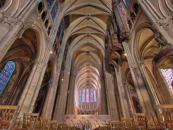 look-up-at-the-beautiful-vaulted-ceilings-inside-chartres-cathedral