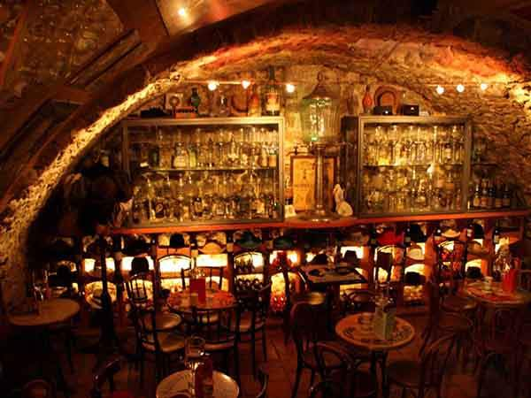 meet-the-green-fairy-at-absinthe-bar-in-antibes