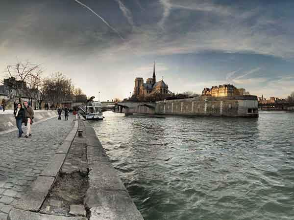 stroll-along-the-banks-of-the-seine-in-paris