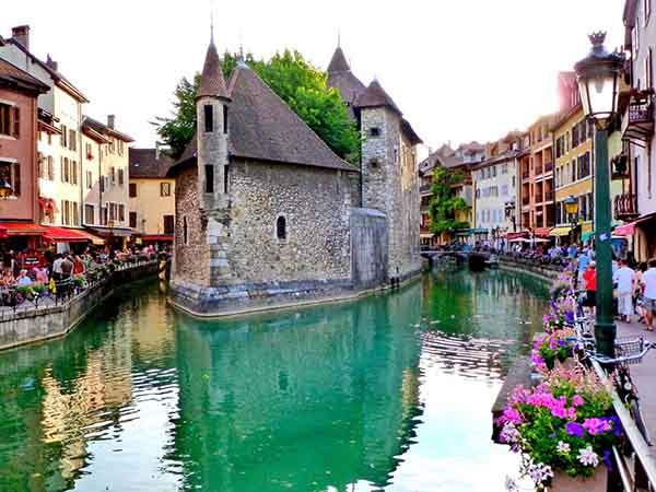 stroll-through-annecy-one-of-the-prettiest-towns-in-the-alps