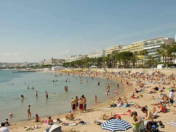 sunbathe-on-a-beach-in-cannes