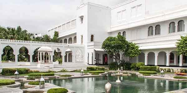taj-lake-palace-hotel-in-india-1