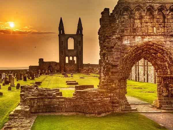 the-ruins-of-st-andrews-cathedral-at-sunrise