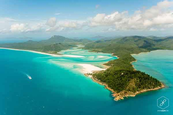 Whitehaven-Beach-from-air-QLD__880