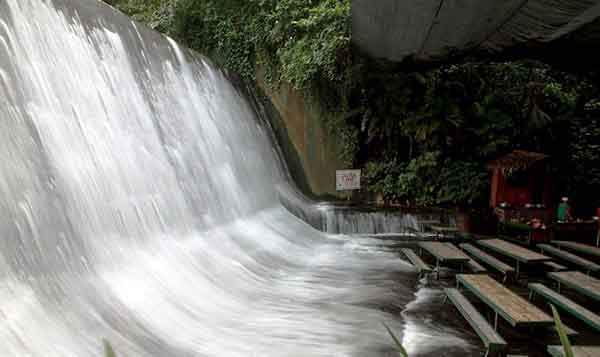 hiddener.wordpress.com-villa-escudero-waterfalls-restaurant-labasin-falls