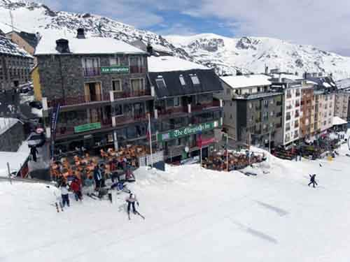 10-affordable-resorts-who-cant-imagine-winter-without-skiing-and-snowboarding-artnaz-com-5
