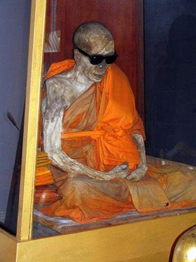 Shindon-monk-self-mummification