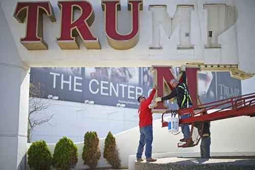 atlantic-city-fell-apart-on-october-6-the-trump-plaza-casino-lost-its-letters