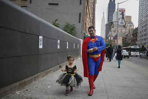 comic-con-came-back-to-new-york-on-october-9-here-jonathan-perez-and-his-daughter-sandra-mckenzie-walk-in-costume-to-the-event