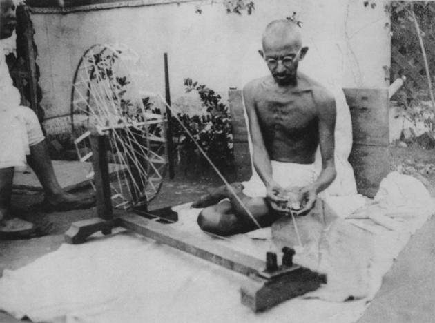 historical-photos-pt9-ghandi-spinning-yarn
