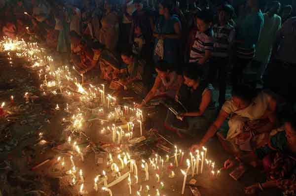 october-23rd-marked-diwali-the-hindu-festival-of-light-here-devotees-light-candles-at-kali-bari-temple-in-agartala-the-capital-of-the-northeastern-state-of-tripura