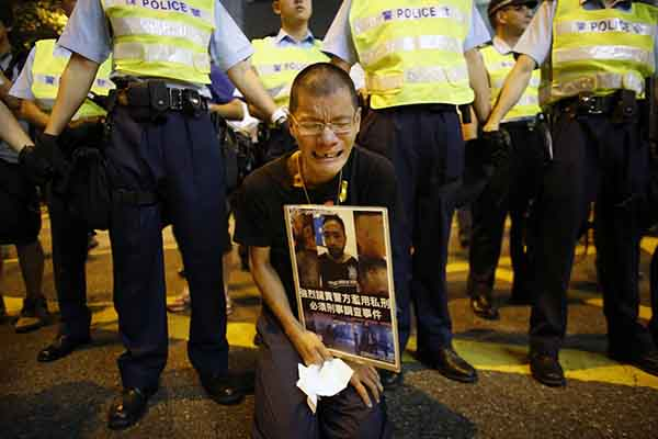 pro-democracy-protests-in-hong-kong-continued-into-their-second-month-in-this-october-15-photo-a-protester-holds-the-image-of-ken-tsang-kin-chiu-a-hospitalized-protester