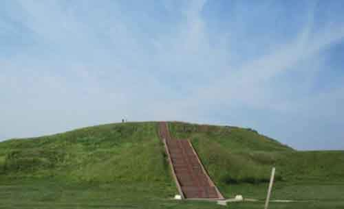 Cahokia_Monks_Mound-480x293