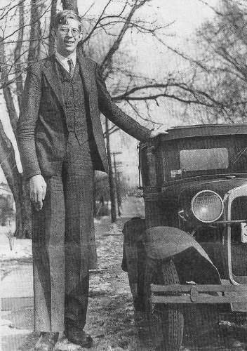 Robert-Wadlow-and-car