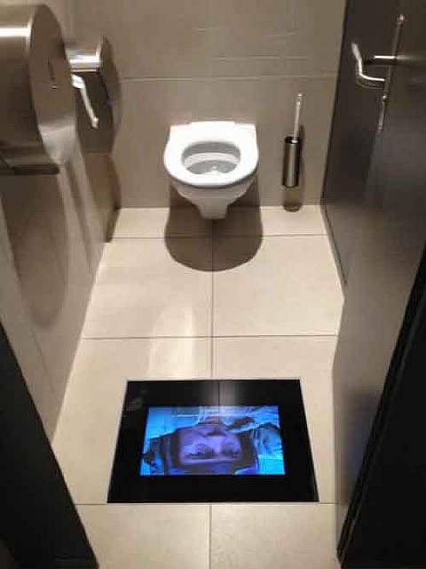 cinema-toilet