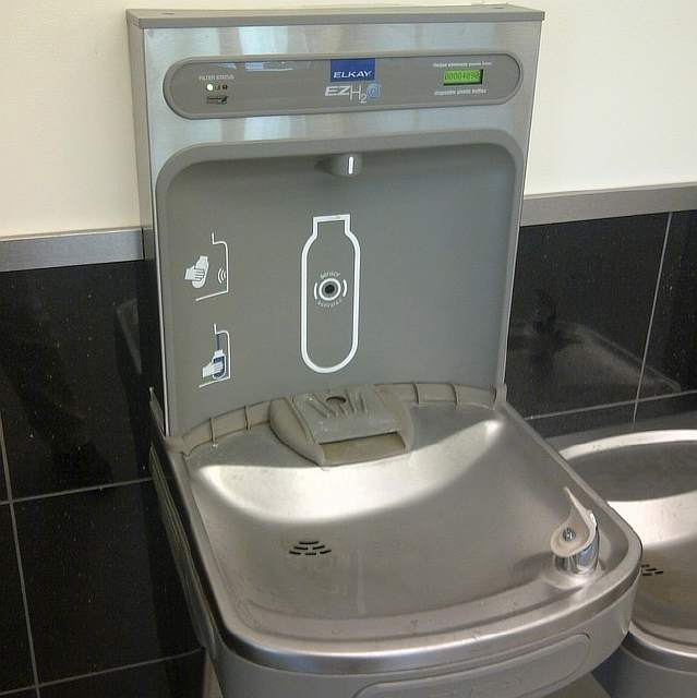water-bottle-fountain-machine