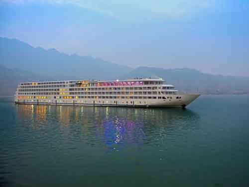 cruise-along-the-yangtze-river-in-yunnan