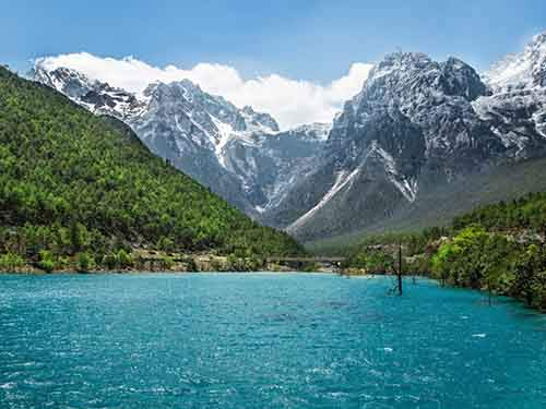 drive-around-jade-snow-mountain-in-yunnan-and-admire-the-incredible-scenery