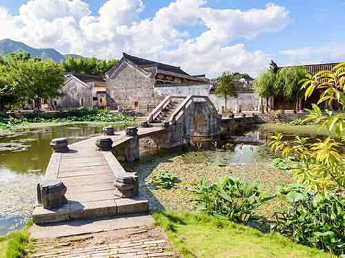 go-back-in-time-and-observe-the-distinct-architecture-of-the-900-year-old-village-of-hongcun