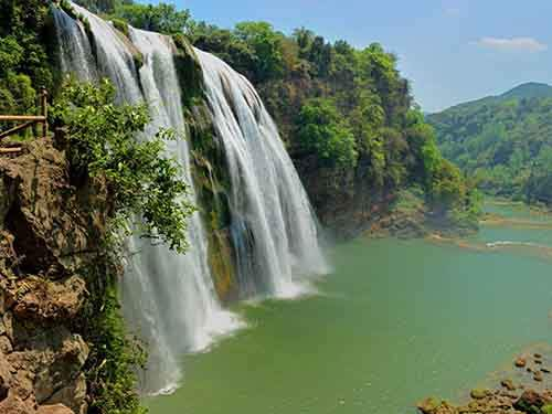 look-out-over-the-huangguoshu-waterfall-the-tallest-waterfall-in-asia