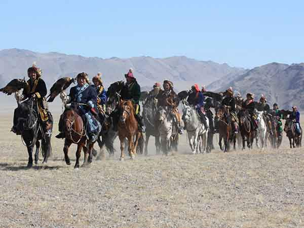 ride-a-donkey-in-inner-mongolias-gobi-desert-and-spend-the-night-in-a-yurt