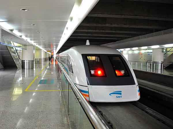 speed-at-nearly-300-miles-per-hour-on-shanghais-maglev-train