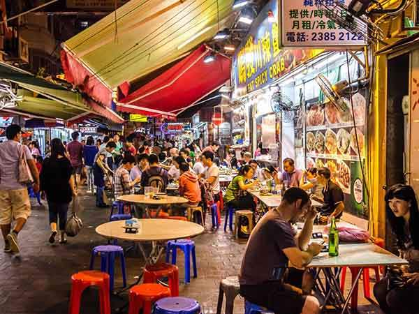 try-live-scorpions-and-other-bizarre-foods-at-the-wangfujing-night-market-in-beijing