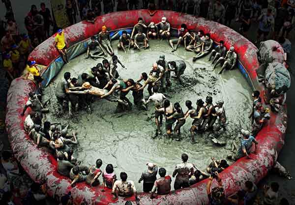 unique-festivals-around-the-world-beryeong-mud-festival-2__880