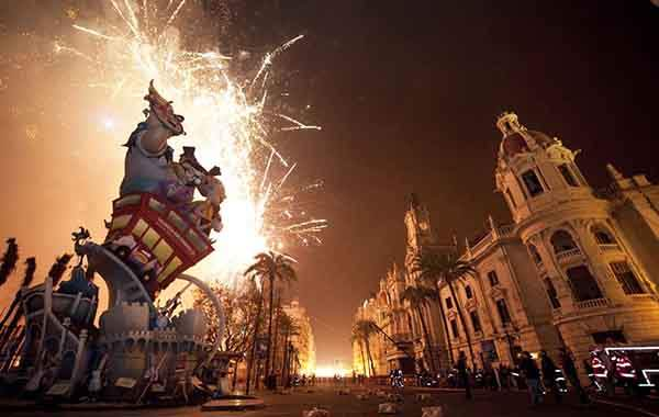 unique-festivals-around-the-world-las-fallas-valencia-2