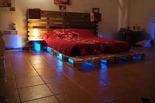 A-bed-made-from-old-crates