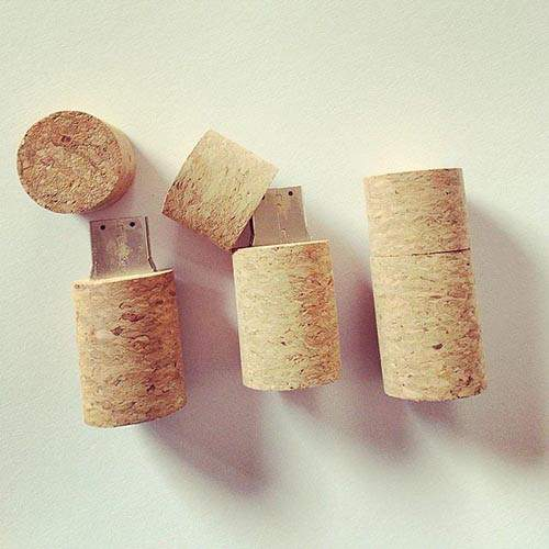 Thumb-drive-cases-from-cork-tops