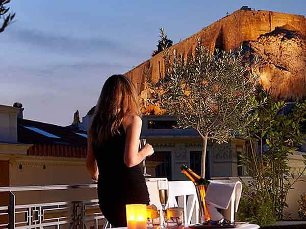 fantasy-the-ava-hotel-athens-has-an-incredible-balcony-looking-right-up-onto-the-acropolis