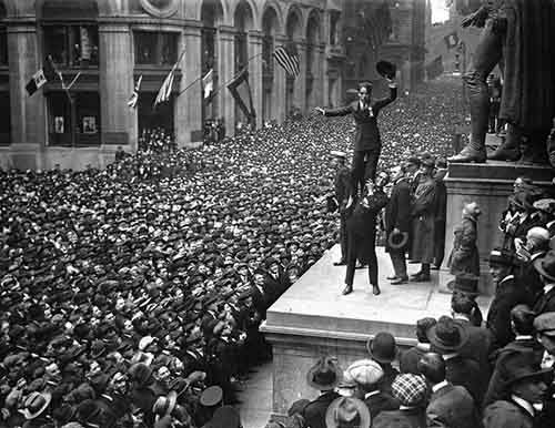 1918.-Douglas-Fairbanks-Jr.-holding-up-Charlie-Chaplin-in-front-of-a-huge-crowd-to-promote-Liberty-Bonds.-Wall-Street-New-York.-1918