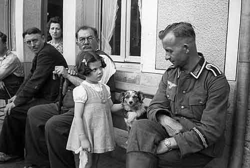 1941.-A-German-soldier-is-eyed-suspiciously-by-a-young-french-girl-1941