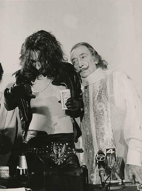 1983.-Alice-Cooper-with-Salvador-Dali