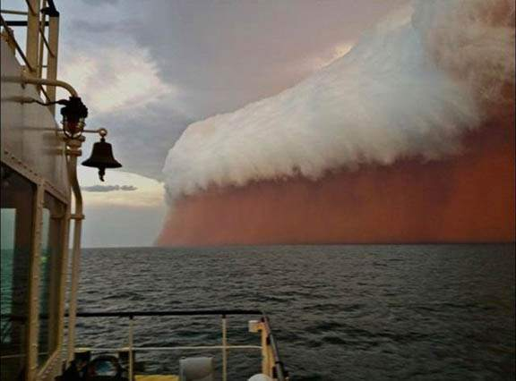 Huge-Dust-Storm-That-Hit-Western-Australia In Early 2013