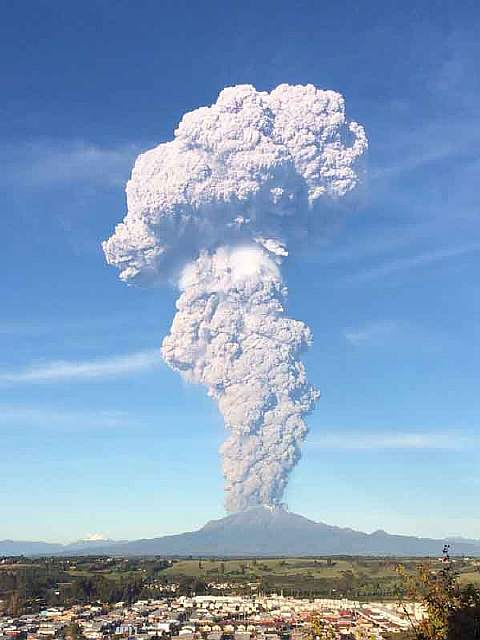 volcano-eruption-calbuco-chile-4__880