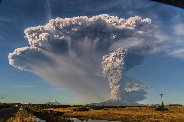 volcano-eruption-calbuco-chile-8__880