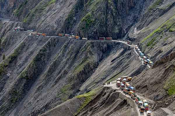 the-most-dangerous-road-in-india-artnaz-com-1