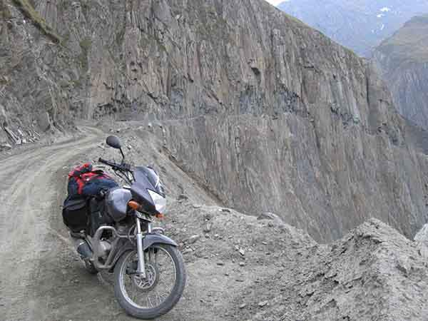 the-most-dangerous-road-in-india-artnaz-com-4
