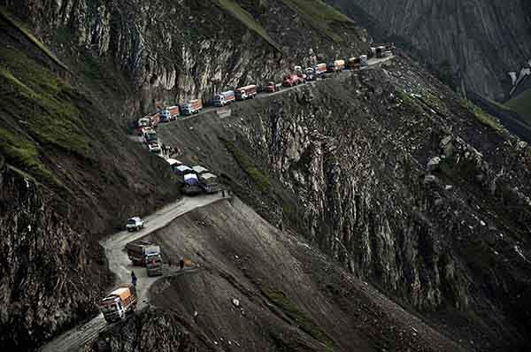 the-most-dangerous-road-in-india-artnaz-com-9