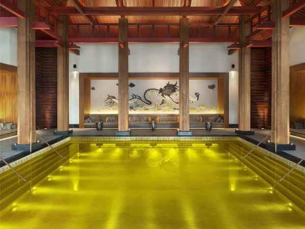 the-st-regis-lhasa-resorts-gold-energy-pool-in-tibet-makes-you-feel-like-youre-swimming-in-luxury-with-its-gold-plated-tiles