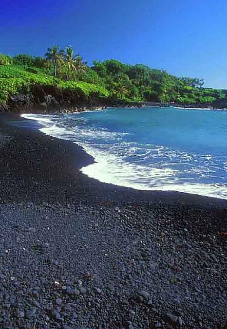 Black-Sand-Beach-Hana-Maui-Hawaii