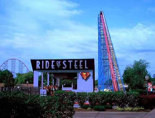 21-1280px-Ride_of_Steel_lift_hill_Darien_Lake-610x465