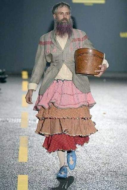 weird-bizarre-eccentric-fashion-22