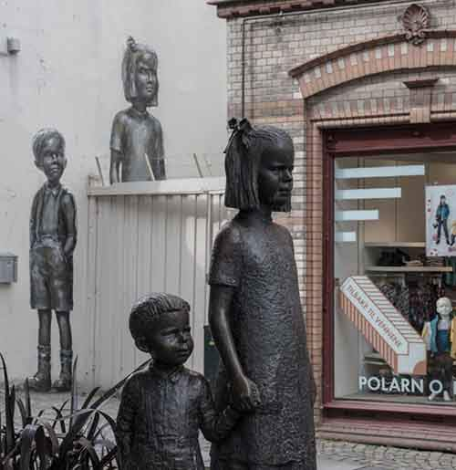 20-works-of-street-art-that-conquered-us-in-2015-artnaz-com-4